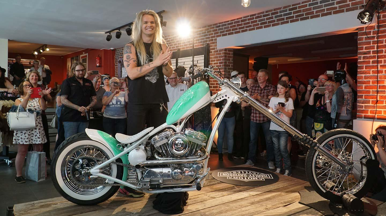 """""""Parasta mitä voi tehdä housut jalassa"""" – Olli Herman uuden Penelope-moottoripyöränsä ajokokemuksesta"""
