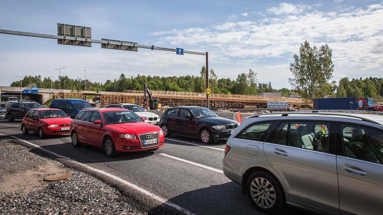 Suomalaiset tyytyväisiä liikenteen sujuvuuteen –tietyöt eivät rassaa edes kesällä