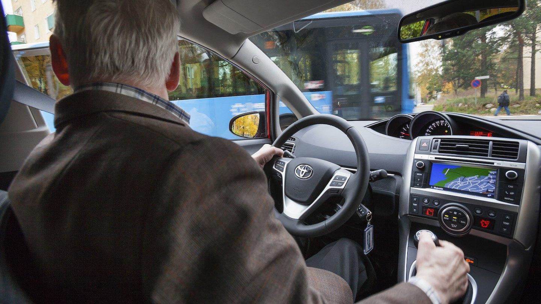 Ikääntyminen tuo haasteita liikenteeseen – varautumalla lisää ajovuosia