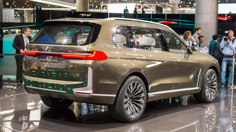 BMW X7 iPerformance – munuaisilla kuorrutettua massiivisuutta